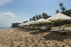 A praia de Balangan com parasol, DUA de Nusa, é um do mais bonito em Bali, ele é chamada Marte em sua parte inferior é coberta co Imagem de Stock Royalty Free