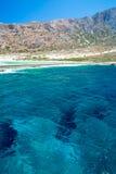 Praia de Balos Vista da ilha de Gramvousa, Creta em águas de turquesa de Greece A turquesa mágica molha, as lagoas, praias da are Imagens de Stock Royalty Free