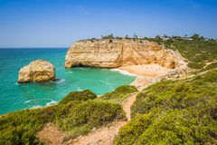 Praia de Benagil παραλία στην ατλαντική ακτή, Αλγκάρβε, Πορτογαλία Στοκ εικόνα με δικαίωμα ελεύθερης χρήσης