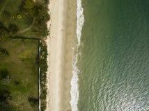 Praia de Cachoeiras da vista aérea em Florianopolis, Brasil Em julho de 2017 Fotos de Stock