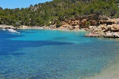 Praia de Cala Salada em San Antonio, na ilha de Ibiza, Espanha Fotografia de Stock
