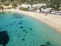 Praia de Cala Vedella, Ibiza, Espanha imagem de stock