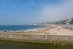 Praia de Caxias em Caxias, Portugal imagens de stock