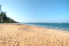Praia de Cherating, Kuantan, Malásia Fotos de Stock Royalty Free