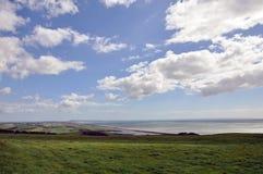 A praia de Chesil e o Portland costeiam na costa jurássico de Dorset fotografia de stock royalty free