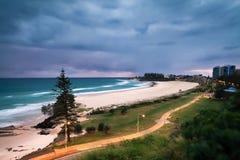 Praia de Coolangatta no alvorecer fotografia de stock