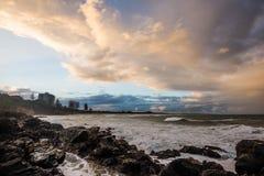 Praia de Coolum no alvorecer Fotos de Stock Royalty Free