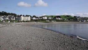 Praia de Criccieth e baía Gales norte Reino Unido video estoque