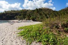 Praia de cristal famosa na ilha de Nusa Penida fotos de stock