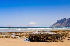 Praia de Famara em Lanzarote, Ilhas Canárias, Espanha Imagem de Stock