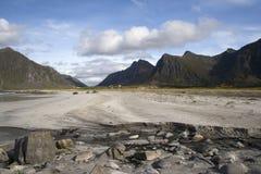 Praia de Flakstad nas ilhas de Lofoten, Noruega Foto de Stock