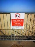 Praia de Gorleston do sinal de aviso fotos de stock royalty free