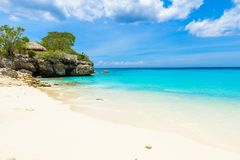 Praia de Grote Knip, Curaçau, Antilhas holandesas - praia do paraíso fotos de stock royalty free