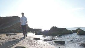 Praia de Guy Walking On The Sea no nascer do sol filme