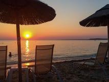 Praia de Halkidiki do por do sol Imagens de Stock Royalty Free