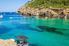 Praia de Ibiza Cala Benirras em san Joana na Espanha de Balearic Island imagens de stock