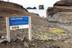 Praia de Islândia - de Kirkjufjara Imagens de Stock