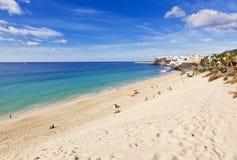 Praia de Jandia e a cidade velha de Morro Jable Imagens de Stock Royalty Free