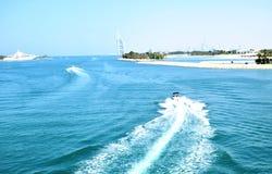 Praia de Jumeiah com barcos foto de stock