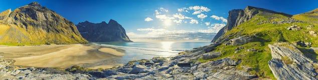 Praia de Kvalvika nas ilhas de Lofoten, Noruega Fotografia de Stock