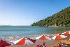 Praia de Laranjeiras Sätta på land - Balneario Camboriu, Santa Catarina, Brasilien Arkivfoton