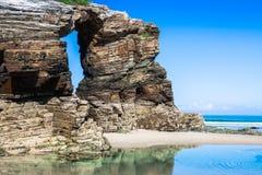 Praia de Las Catedrales em Galiza, Espanha Praia do paraíso em Ribade Foto de Stock Royalty Free