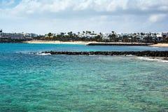 Praia de Las Cucharas em Costa Teguise, Lanzarote Imagem de Stock Royalty Free