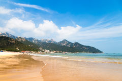 Praia de Liu Qinghe em Qingdao imagens de stock