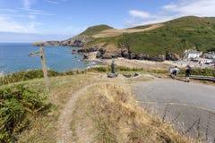 Praia de Llangrannog e Pendinas Lochdyn foto de stock royalty free