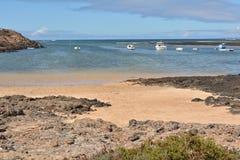 Praia de Majanicho da paisagem na Espanha das Ilhas Canárias de Fuerteventura Foto de Stock Royalty Free