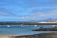 Praia de Majanicho da paisagem na Espanha das Ilhas Canárias de Fuerteventura Fotos de Stock