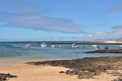 Praia de Majanicho da paisagem na Espanha das Ilhas Canárias de Fuerteventura Fotografia de Stock