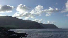 Praia de Makua na ilha de Oahu em Havaí video estoque