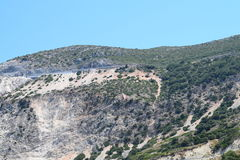 A praia de Myrthos com o cerco das montanhas Imagem de Stock