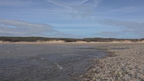 Praia de Newborough em Anglesey em Gales - Reino Unido video estoque
