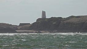 Praia de Newborough em Anglesey em Gales - Reino Unido vídeos de arquivo