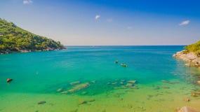 Praia de Nui ou a praia escondida do paraíso em Phuket fotografia de stock