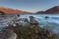 Praia de pedra no lago Wakatipu Fotografia de Stock