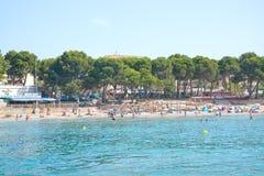 Praia de Peguera o 19 de julho de 2014 em Mallorca, Espanha Fotos de Stock