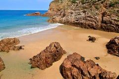 Praia de Plemont, Jersey, consoles de canaleta, Reino Unido Imagens de Stock Royalty Free