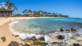 Praia de Poipu em Kauai, Havaí fotografia de stock