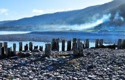 Praia de Porlock com quebra-mar do mar fotos de stock royalty free