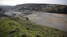 Praia de Porthtowan perto de St Agnes Cornwall England vídeos de arquivo