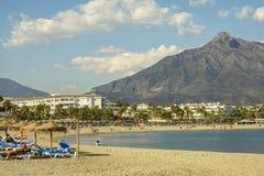 Praia de Puerto Banu, Marbella, Espanha Foto de Stock Royalty Free
