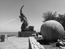 Praia de pulverização do monumento da água do Naga Fotografia de Stock Royalty Free