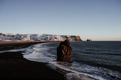 Praia de Reinsfjara, Islândia Fotos de Stock