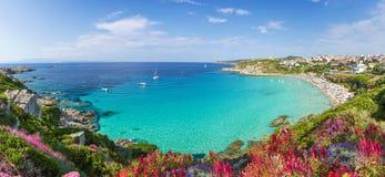 Praia de Rena Bianca, ilha norte de Sardinia, Itália Imagem de Stock