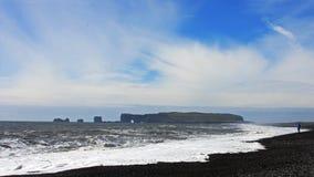 Praia de Reynisfjara em Islândia Fotos de Stock Royalty Free