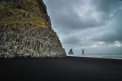 Praia de Reynisfjara, Islândia Foto de Stock Royalty Free