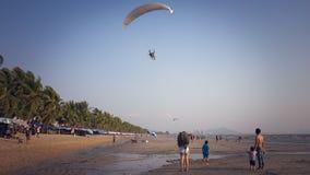 Praia de Saen do golpe, Chonburi, Tailândia foto de stock